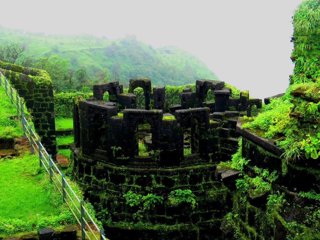 RaigadFort-the royal escape-trekking near mumbai