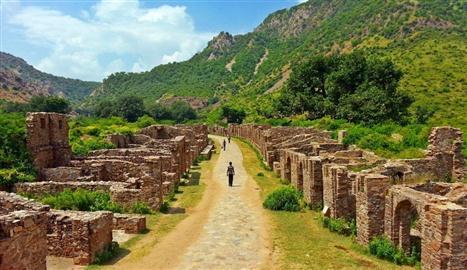 Bhangarh-Rajasthan-1024x768 (Custom)