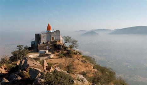 savitri-temple-in-pushkar-on-mirchi-travels (Custom)