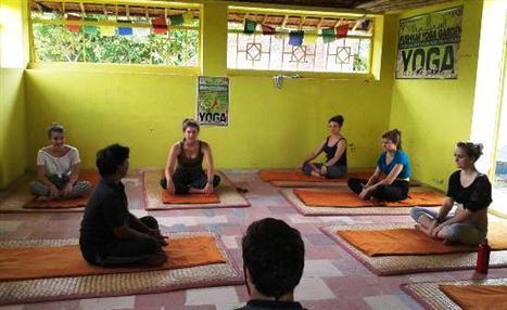yoga-class-in-progress (Custom)