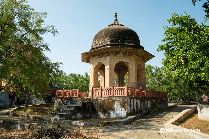 Mughal garden and monument with painted chhatris built by Jahangir (Small)